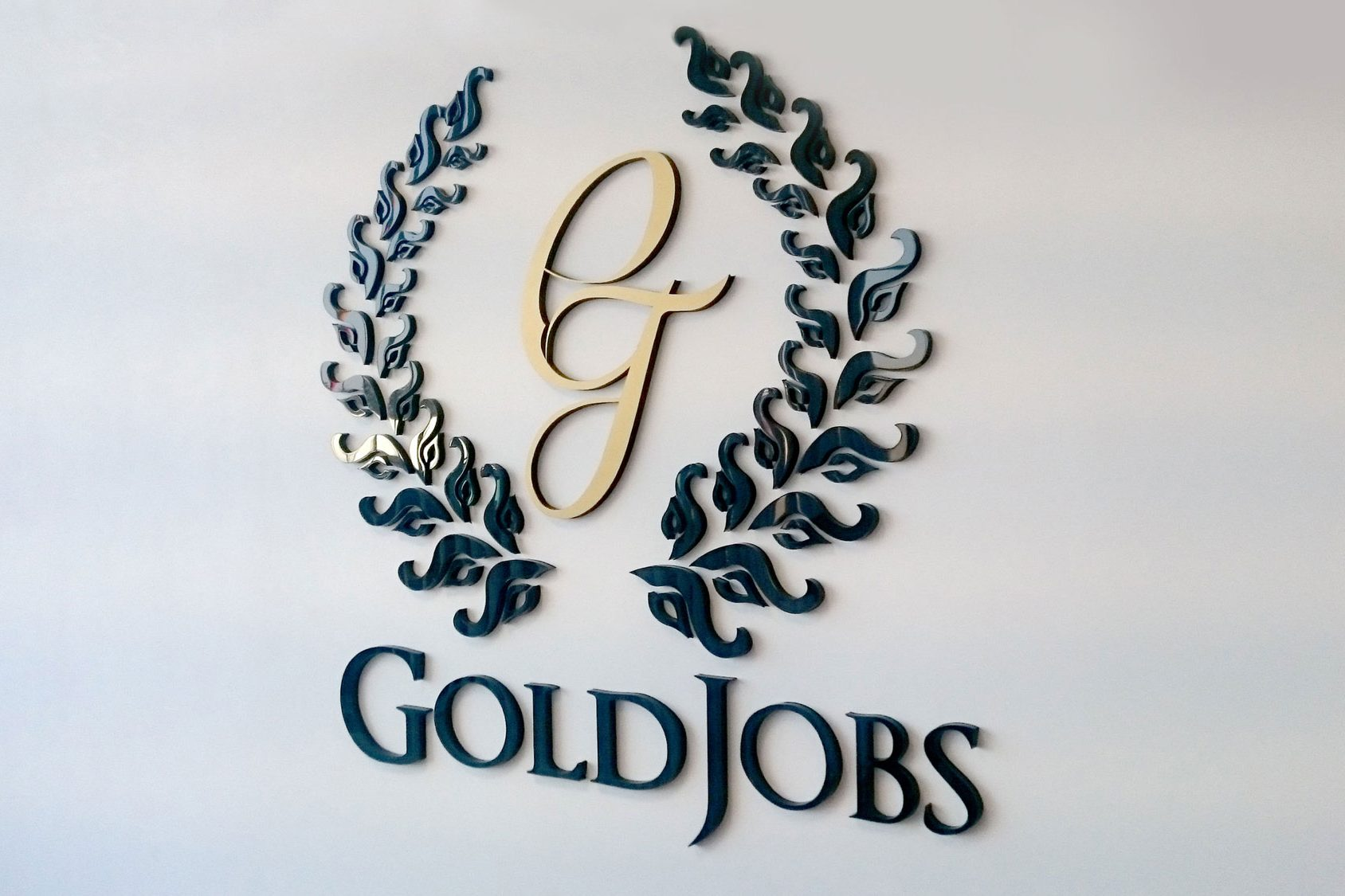 3D logo og GoldJobs on the wall