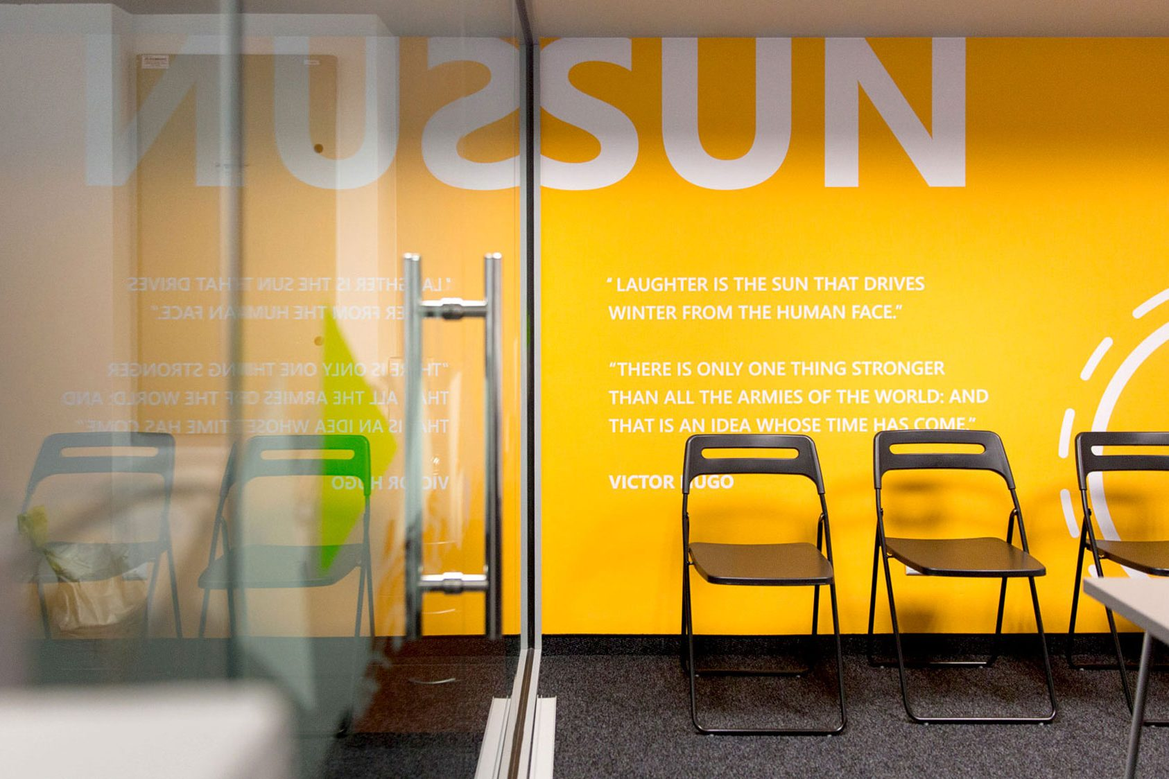 Room dedicated to the sun with yellow branded wall