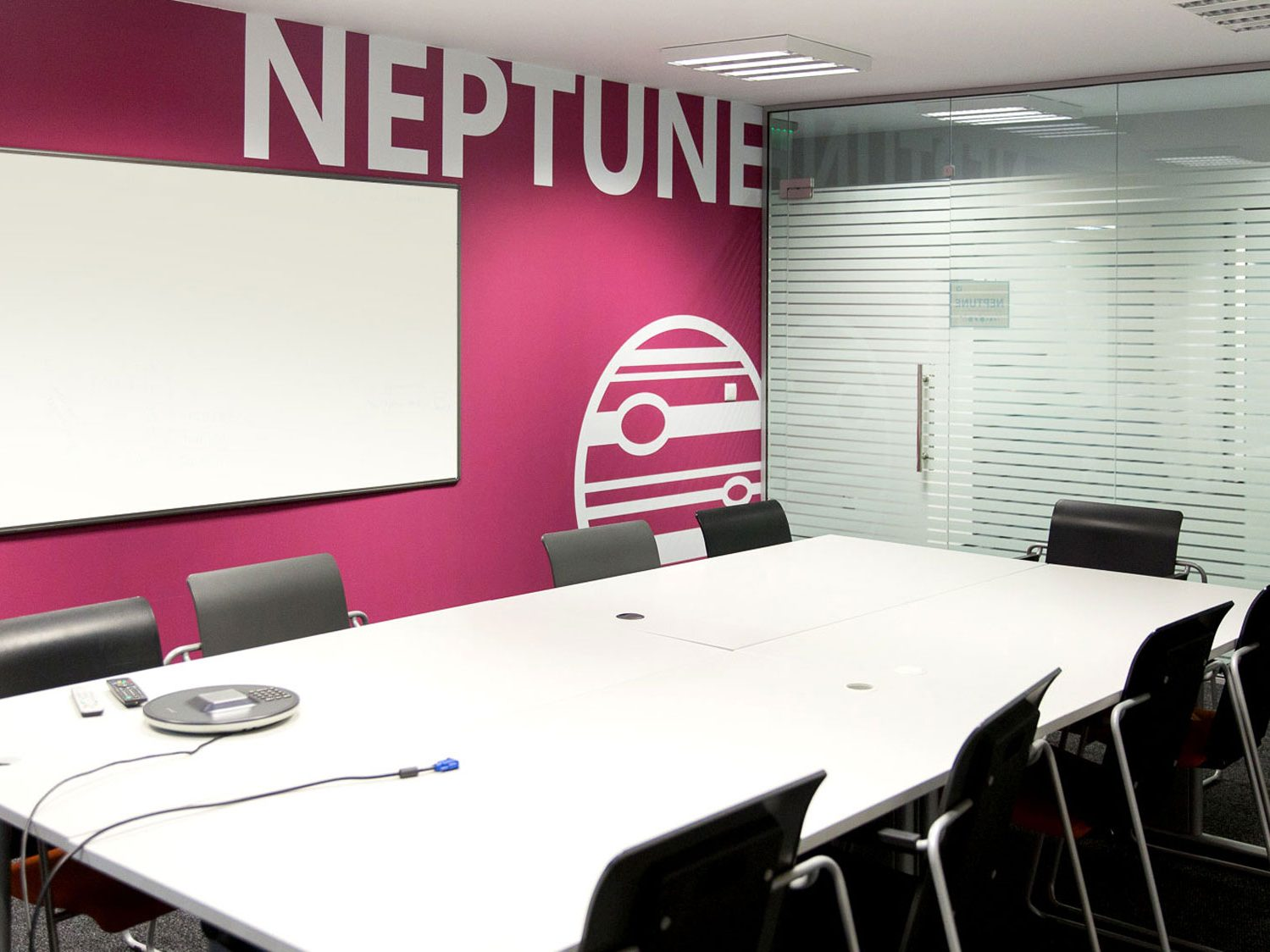 Meeting room with pink wall dedicated to Neptune / Фолио на стена